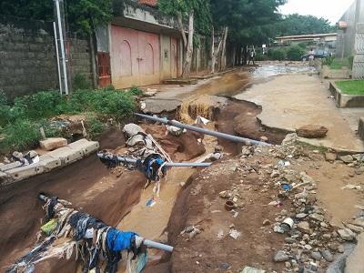 Palmeraie , une rue détruite par les eaux crédit Zak Le Messager
